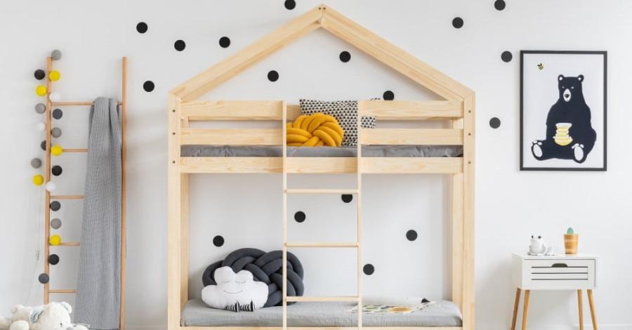 Domčekové poschodové postele sú praktické a deti ich milujú. Menšie deti môžu spať dole, staršie uvítajú súkromie na poschodí.