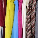 Tipy na spôsoby, ako si vytriediť a usporiadať veci v šatníku